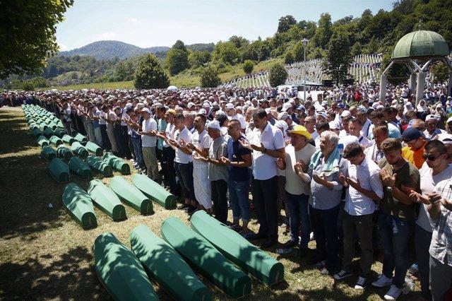 Entierros en la conmemoración del genocidio de Srebrenica