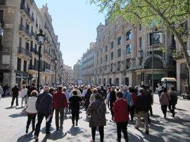 Barcelona creará una tasa a operadores turísticos para visitantes que no pernoctan