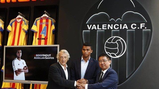 Aderlan Santos presentado por el Valencia