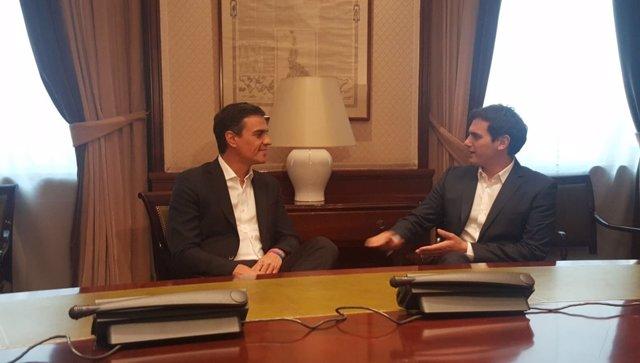 Pedro Sánchez se reúne con Albert Rivera