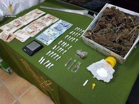 Detenido en Aznalcóllar con un laboratorio y punto de venta de droga en su vivienda