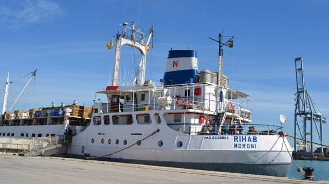 Embarcación para el tráfico de ganado vivo en el Puerto de Tarragona