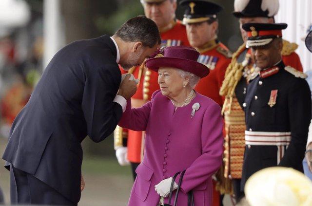 La Guardia de honor de Reino Unido preparándose para recibir Reyes de España