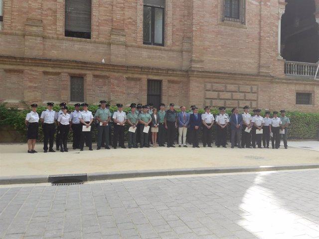 Minuto de silencio ante la sede de la Subdelegación del Gobierno en Andalucía
