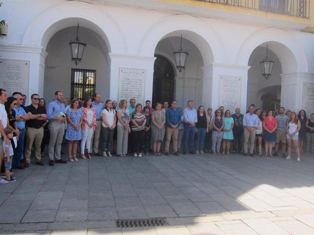 Representantes de la Asamblea de Extremadura se reúnen en acto de homenaje