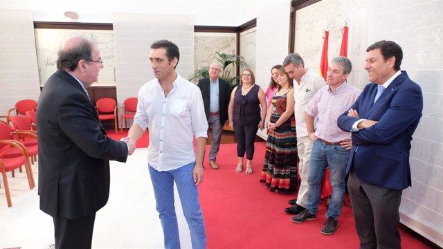Herrera saluda a Andrés en presencia de Carriedo y la Ejecutiva de CCOO en CyL