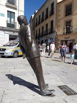 Ávila.- Estado en el que ha quedado la estatua.