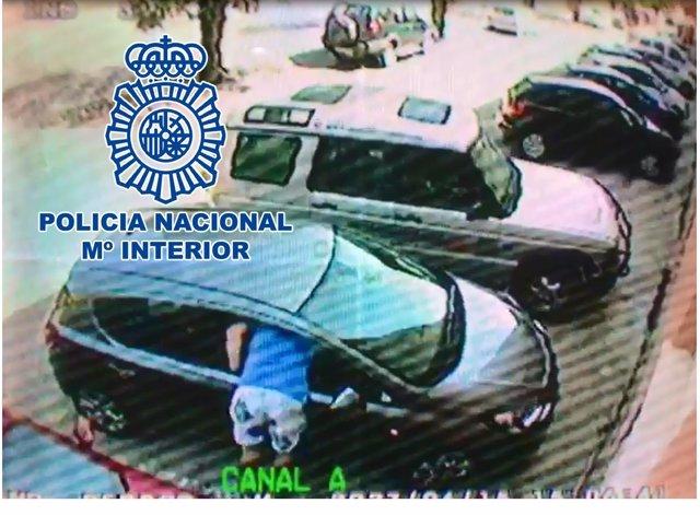 """La Policía Nacional Detiene En Andújar A Un """"Experto"""" En Abrir Vehículos Y Robar"""