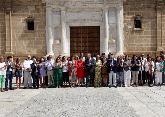 Minuto de silencio por Miguel Ángel Blanco en el Parlamento