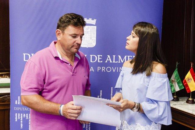 La diputada de Deportes y el organizador del circuito, presentando el torneo.
