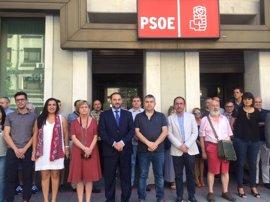 Minuto de silencio del PSOE en Ferraz por Miguel Angel Blanco