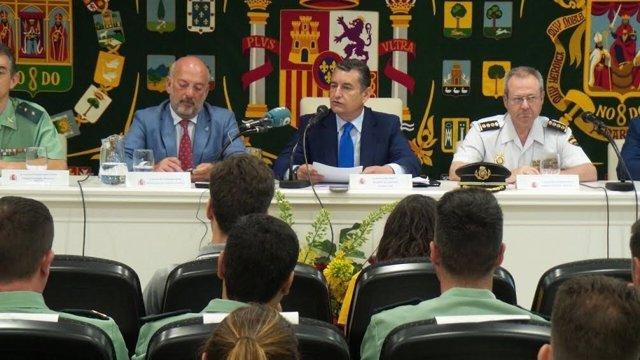 Antonio Sanz durante la entrega de diplomas a a 50 efectivos de las FCSE