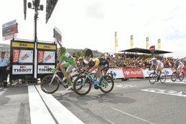 Repóker para Kittel y susto para Contador