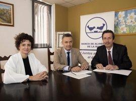Políticas Sociales y el Banco de Alimentos firman un convenio para mejorar el reparto y aprovechamiento de los recursos
