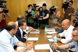 Page convoca a García Molina para intentar desbloquear los presupuestos