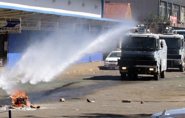 La Policía dispersa una manifestación en Harare