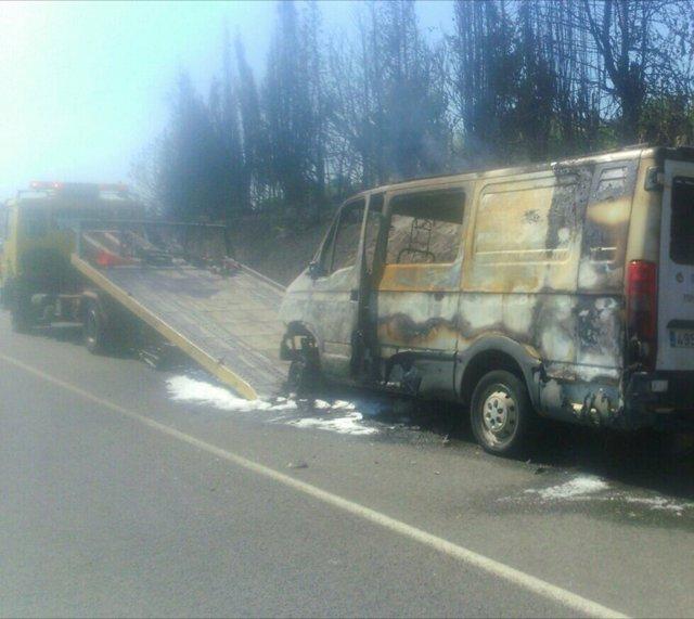 La furgoneta que ha provocado varios incendios en la CV-424