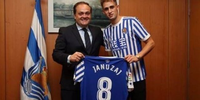 Januzaj firma con la Real Sociedad hasta 2022