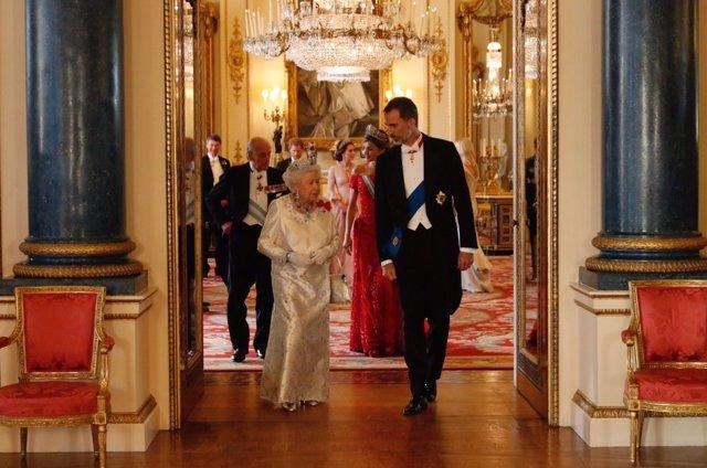 El Rey Felipe con la Reina Isabel de Inglaterra