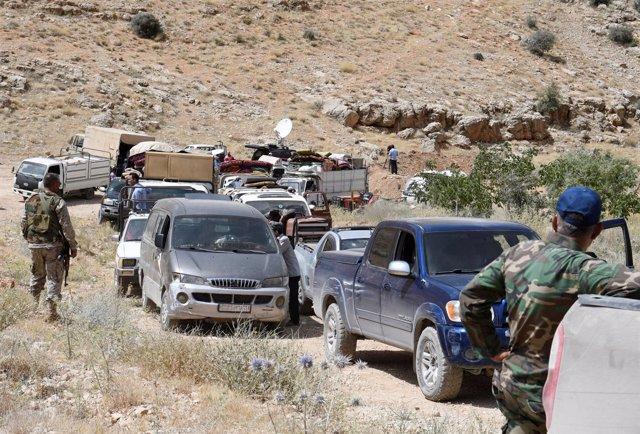 Convoy de refugiados sirios regresando a Siria desde  Líbano.