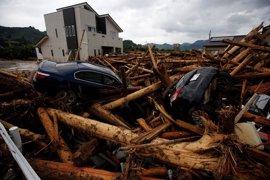Abe visita una de las zonas más devastadas por las lluvias torrenciales que afectan a Japón