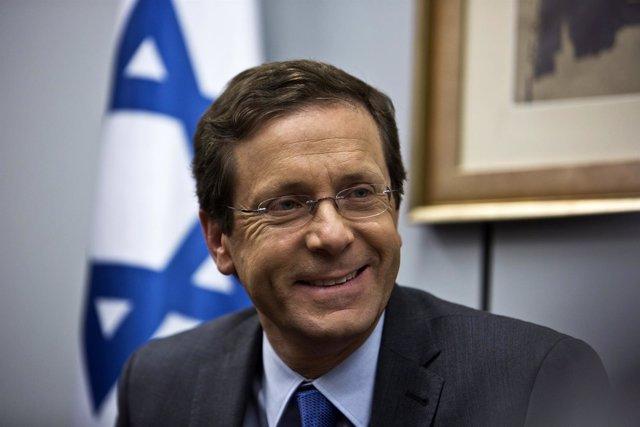 El líder saliente del Partido Laborista de Israel, Isaac Herzog