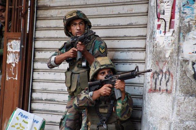 Soldados libaneses en Trípoli