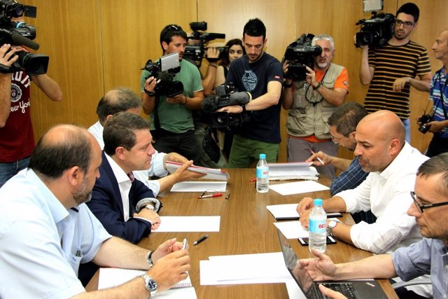 José García Molina y Emiliano García-Page en una reunión