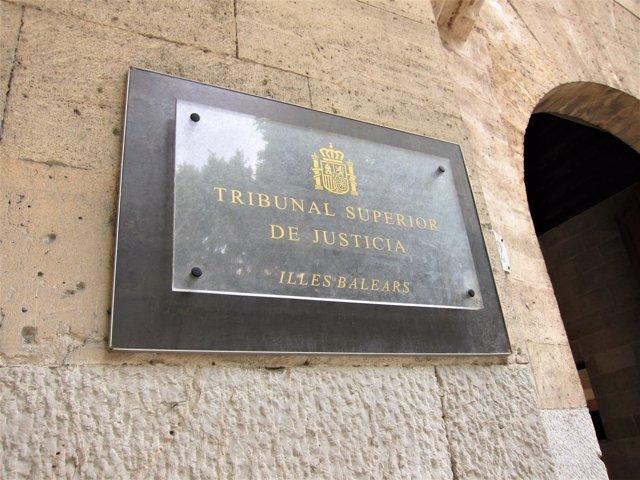 Placa en la sede del Tribunal Superior de Justicia de Baleares (TSJIB)