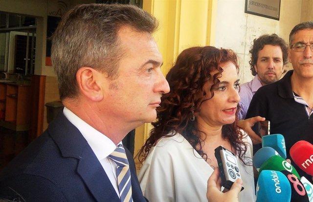 María Jesús Montero con el rector de la UCA
