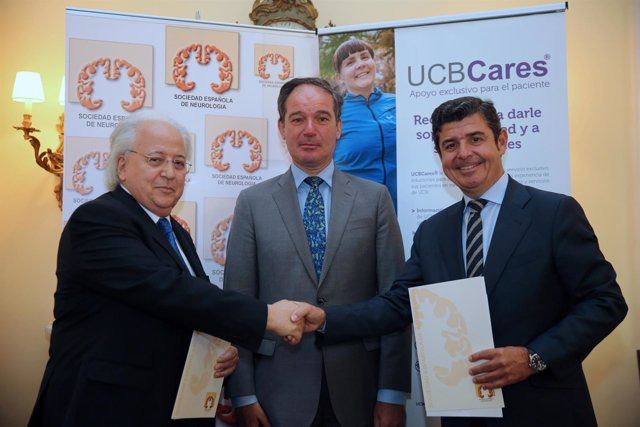Representantes de ambas entidades junto con el embajador de Bélgica