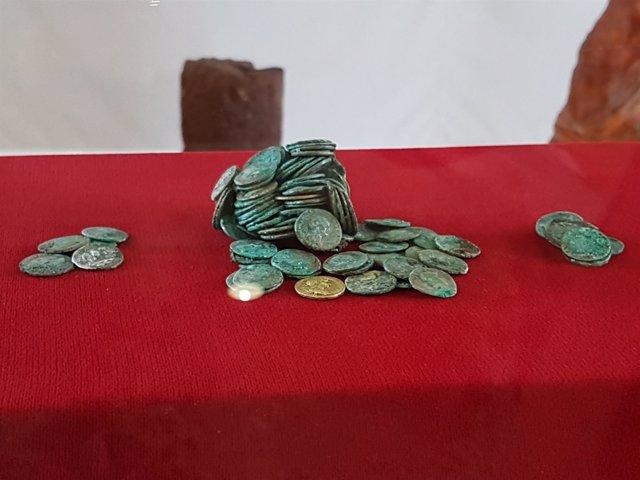 Tesoro de monedas romanas halladas en una excavación de la mina de Riotinto.