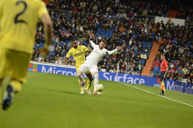 Sergio Ramos y Bakambu en el Real Madrid - Villareal