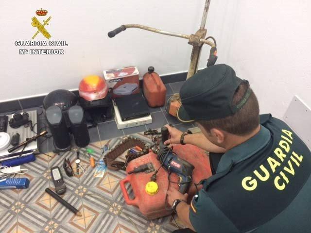 """Remitiendo Np Opc Huelva """"La Guardia Civil Ha Detenido A Seis Personas Por Diver"""