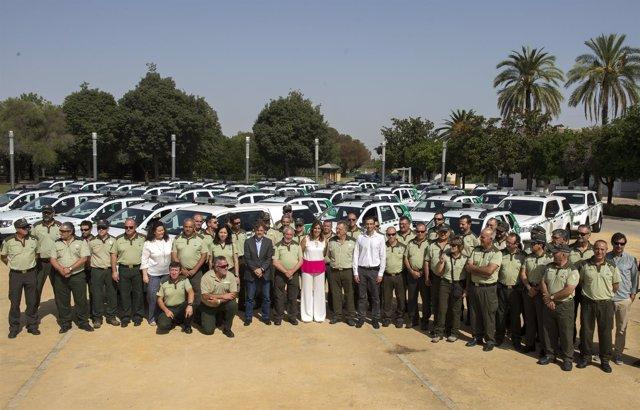 Susana Díaz en el acto de entrega de los nuevos vehículos a agentes forestales