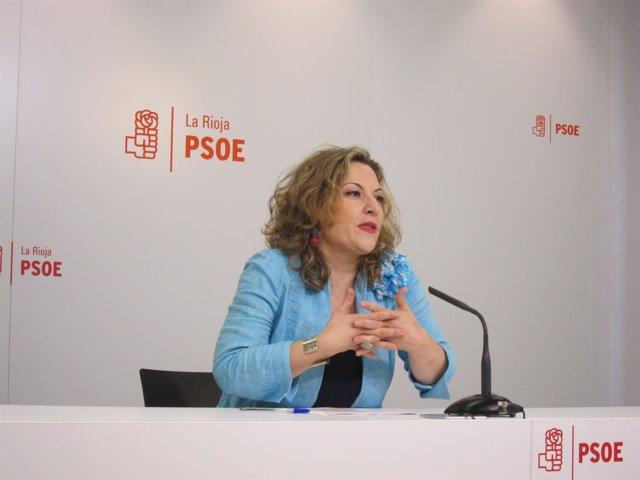 La diputada del PSOE en la rueda de prensa
