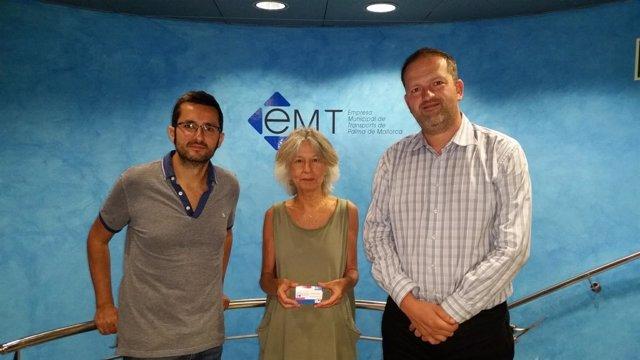 La EMT entrega bonos al programa 'Vacaciones en Paz'