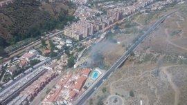 El incendio forestal en el paraje de la Alhambra obliga a restringir el tráfico y desalojar cuevas