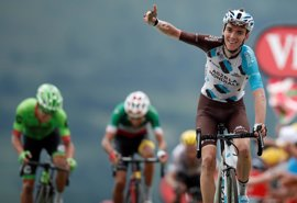 Bardet gana la primera etapa pirenaica y Froome cede el amarillo a Aru