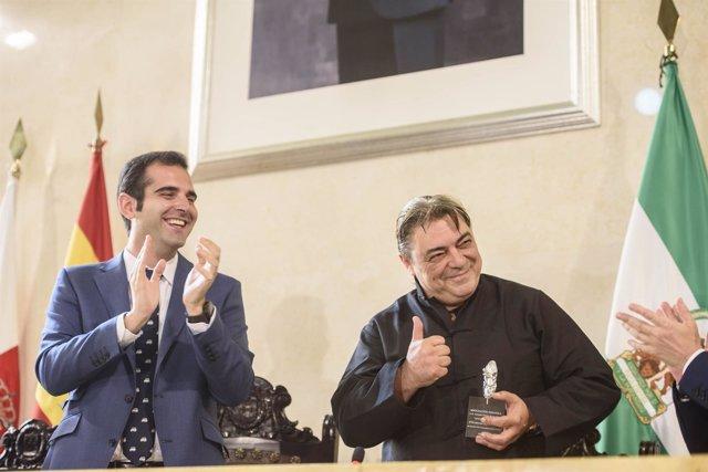 Antonio Canales recibe la Zapatilla de Plata