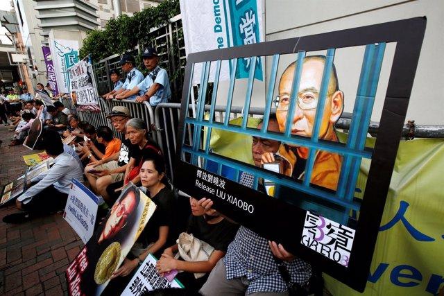Activistas pidiendo la liberación de Liu Xiaobo