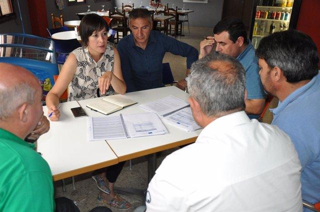 Ana Pontón junto a representantes del sector del transporte de Ourense