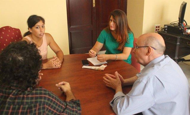 Reunión de Susana Serrano con representantes de músicos y artistas de Sevilla