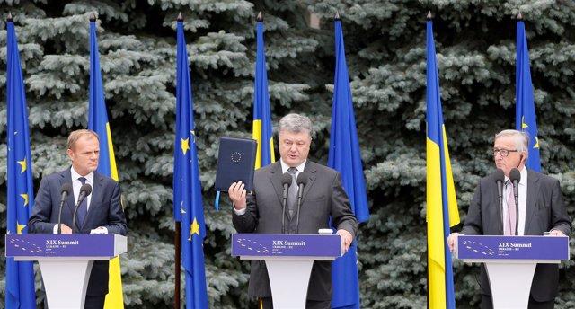 Donald Tusk, Petro Poroshenko y Jean-Claude Juncker