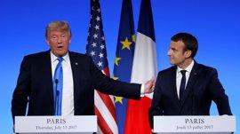 """Trump sugiere ante Macron que """"podría pasar algo"""" con el Acuerdo de París"""