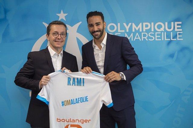 Adil Rami se presenta con el Olympique de Marsella