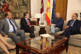 Page y Molina desbloquean la crisis en C-LM acordando cuentas y ofreciendo a Podemos formar Gobierno