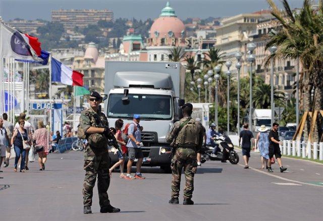 Vigilancia en el Paseo de los Ingleses de Niza