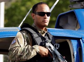 Reaparece en una concentración de la MUD el piloto del helicóptero que atacó el Supremo venezolano