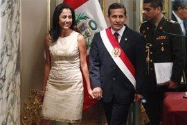El expresidente de Perú Ollanta Humala y su esposa ingresan en el calabozo del Poder Judicial